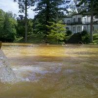 Foto tirada no(a) Parque Terra Nostra por Adam B. em 10/16/2012