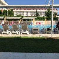 Foto scattata a Çamyuva Beach Hotel da Cem Y. il 5/15/2018