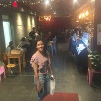 Foto tomada en Sweet Moment por Anshika M. el 5/2/2018