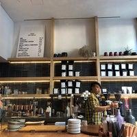 Das Foto wurde bei PAPER coffee von Anshika M. am 9/29/2018 aufgenommen