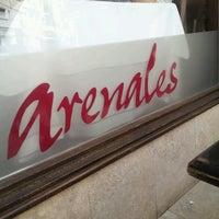 Foto tirada no(a) Arenales por Gabrielle C. em 11/4/2012