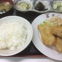 Photo taken at 餃子の店 冨士 by WORKSHOP KON K. on 6/16/2016