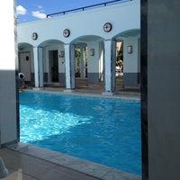 Photo taken at The Berkeley Hotel Rooftop Pool by Elliott on 8/11/2013