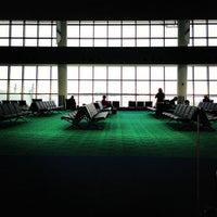 Foto tomada en Bishop International Airport (FNT) por John R. el 1/1/2013