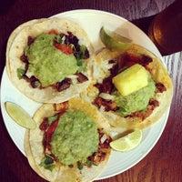 Das Foto wurde bei Tacos Chukis von Liz C. am 10/7/2013 aufgenommen