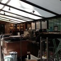 Das Foto wurde bei Starbucks von Piero L. am 5/9/2013 aufgenommen