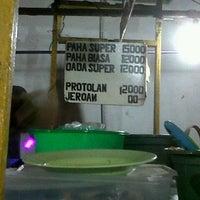 Photo taken at Bebek Tugu Pahlawan by endang s. on 10/11/2012