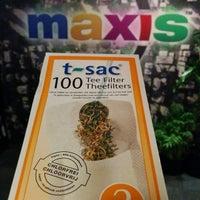 Foto tomada en Maxis por John K. el 12/23/2014