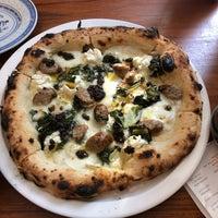 Photo prise au Daddy Greens Pizzabar par Valery B. le9/8/2018