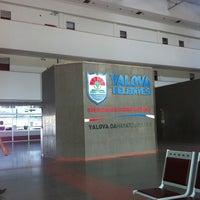 Photo taken at Yalova Şehirler Arası Otobüs Terminali by Deniz on 10/3/2012