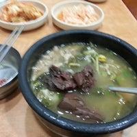 Photo taken at 어머니 대성집 by 충환 이. on 12/13/2012