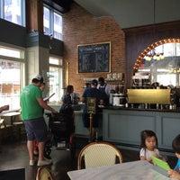Photo prise au The Honeymoon Cafe & Bar par Sonia le12/6/2014