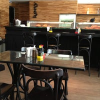 Foto tirada no(a) Kony Sushi Bar por Ricardo N. em 3/15/2013