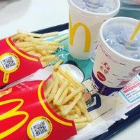 Photo taken at McDonald's by Kazunobu N. on 6/4/2017
