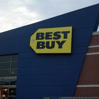 Photo taken at Best Buy by Trix F. on 9/15/2012