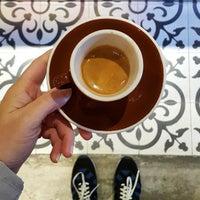 รูปภาพถ่ายที่ Two Cups Coffee โดย Gezici Günlük เมื่อ 4/29/2015