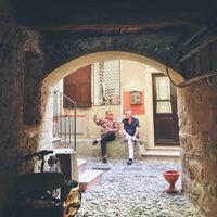 Photo taken at Grotto Dei Pescatori by Kenny Kim P. on 8/15/2013
