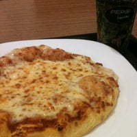 Photo taken at Pizza Hut by Felipe on 11/9/2012