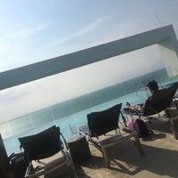 Photo taken at Bar y piscina borde infinito - Hotel Las Américas by Daniela G. on 7/28/2017