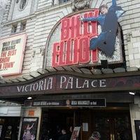 Photo prise au Victoria Palace Theatre par Frank D. le2/23/2013