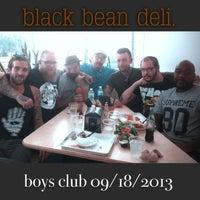 Foto tomada en Black Bean Deli por J C. el 9/18/2013
