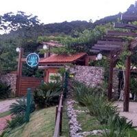 Foto tirada no(a) Pousada Vila do Bosque por Fernando R. em 11/14/2013
