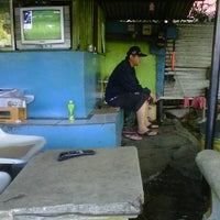 Photo taken at Arema Car Wash by Hendra on 12/15/2012