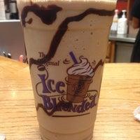 Photo taken at The Coffee Bean & Tea Leaf by Rzemog79 on 12/18/2012