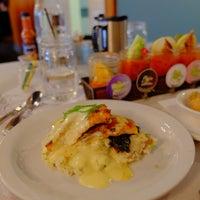 Foto scattata a Sassafras American Eatery da Bikabout il 4/20/2018