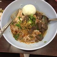 Photo taken at ขนมจีนป้าอุไรวรรณ กาดหลวง by Tanakit T. on 11/13/2016