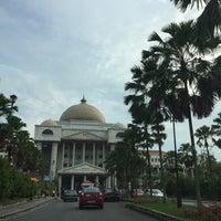 Photo taken at Kompleks Mahkamah Kuala Lumpur (Courts Complex) by Zahia Adlina on 5/12/2017