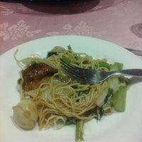 Foto tomada en Xin Xing Chinese Cuisine por Jess C. el 8/26/2016