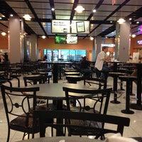 Photo prise au Ogilvie Food Court par Brandi W. le6/13/2013