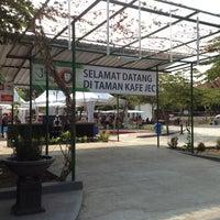 Photo taken at Taman Cafe JEC by Yopie P. on 9/30/2012