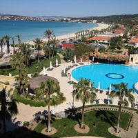 Photo taken at Sheraton Çesme Hotel, Resort and SPA by Emine D. on 4/13/2013