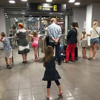 Photo taken at Arrivals E by Linda on 7/1/2016