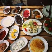 4/14/2013 tarihinde The Guide Istanbulziyaretçi tarafından Van Kahvaltı Evi'de çekilen fotoğraf