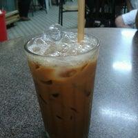 Photo taken at Kedai Kopi Sin Yoon Loong (新源隆茶餐室) by Eeva S. on 10/14/2012