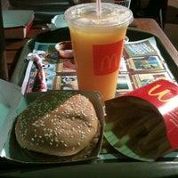 รูปภาพถ่ายที่ McDonald's โดย Anderson O. เมื่อ 11/29/2012