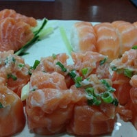 Photo taken at Pozo Maki Sushi by Miyuki on 11/8/2012
