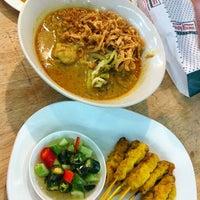 Photo taken at Kouay Teaw Roue Kuen Hang by Bsbcarter on 1/31/2013