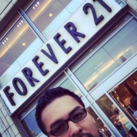 Photo taken at Forever 21 by Orlando S. on 6/16/2014