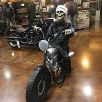 Photo taken at Coyote Harley-Davidson by Maru Mtz on 12/10/2017