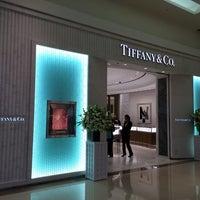 Photo taken at Tiffany & Co. by Jaspère🍡 on 1/23/2014