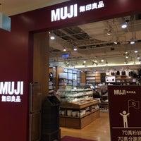 Photo taken at 無印良品 Muji by J'aspère L. on 3/5/2014