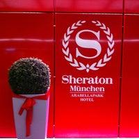 Das Foto wurde bei Sheraton Munich Arabellapark Hotel von Renata S. am 1/2/2013 aufgenommen