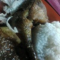 Photo taken at Restoran Pinang by Suhaila H. on 10/11/2012