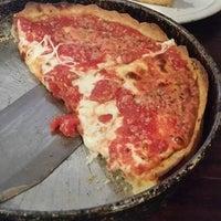 Foto tomada en Lou Malnati's Pizzeria por Yolanda H. el 11/18/2016