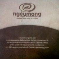 Photo taken at Ngeumong Cuisine & Chocolate Bar by Rakhmi R. on 6/14/2013