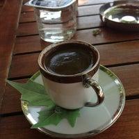 5/5/2013 tarihinde Sedaziyaretçi tarafından Çınaraltı Cafe'de çekilen fotoğraf